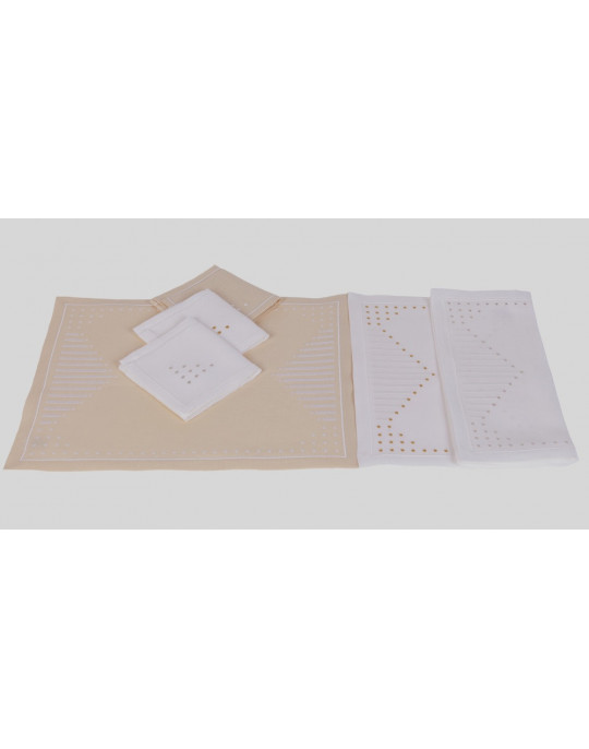 """Point sur le i"" placemat and napkin"