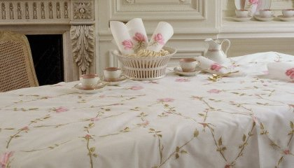 VERSAILLES DE ROSE tablecloth