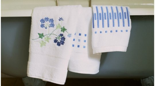 GERANIUM, CARRE MAGIQUE, MADEMOISELLE H embroidered bath towels