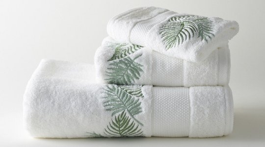 AMAZONE embroidered bath towels (white - green)