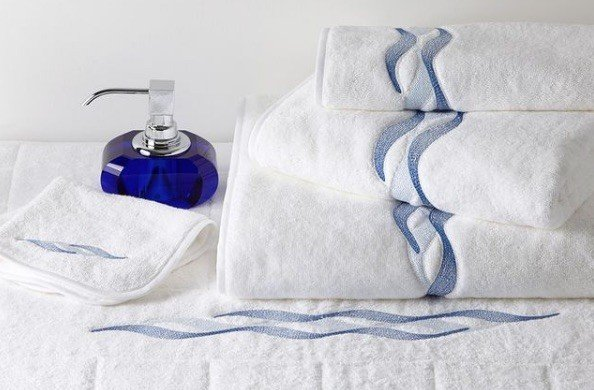 ALIZES embroidered bath towels