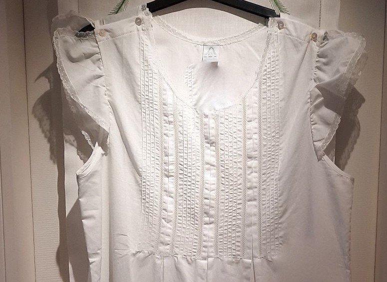 """Papillon"" nightgown"